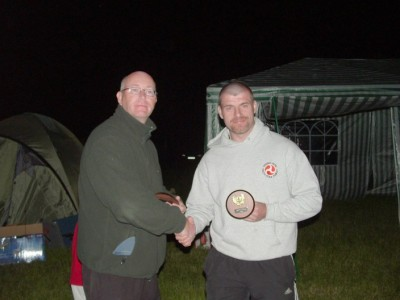 Tyrsson receiving his trophy from Asrad